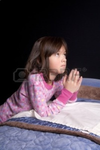 8681712-a-young-girl-says-her-prayers-just-before-bed-time