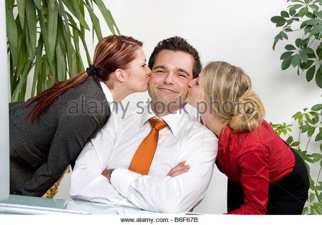 secretaries-kissing-boss-b6f67b